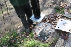 Intrack installation base for aluminium netting posts