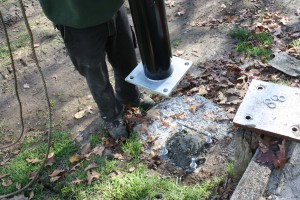 Intrack installation base for aluminium netting posts